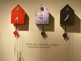 スワロフスキー使用のラグジュアリーなカッコー時計 こちらもArtificial jürgen j.burkによるデザインです。
