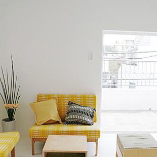 テラスのある3階は展示会などに活用される予定。ヨハンナ・グリクセンの布地を使った家具も。