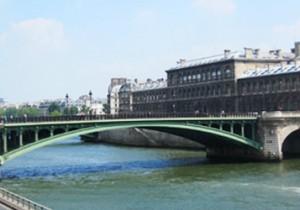 Par-delà le Pont - 7 - ノートルダム橋(Pont Notre-Dame)どんな姿になっても、希望を与え続ける橋。