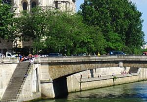 Par-delà le Pont  - 11 - プティ・ポン(Petit-Pont)ノートルダム大聖堂の景観を支えるセーヌ川で一番小さな橋