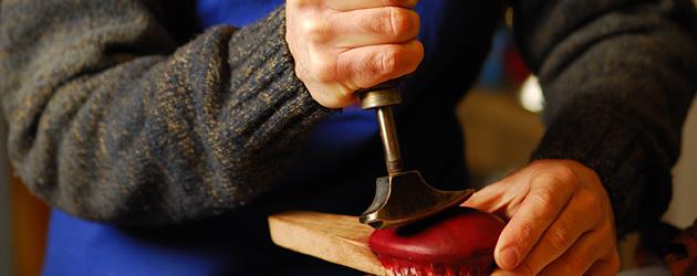 フィレンツェ下町に鎚打つ響き伝統の技『イル・ブッセット』