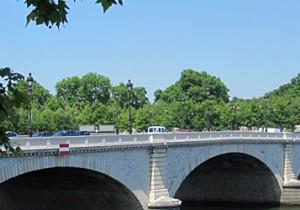 Par-delà le Pont  - 15 - トルビアック橋 (Pont de Tolbiac) 再開発地区の賑わいを楽しめるトルビアック橋。