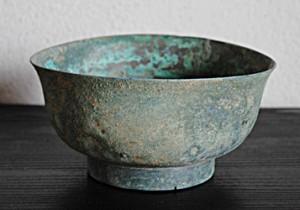 梵(ぼん)な道具を聴いてみる。 第二回 立夏:新緑が目にまぶしいこの季節、寂びた古銅にみる緑青の色。