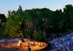 夏のNYで素晴らしい野外劇『Shakespeare in the Park』