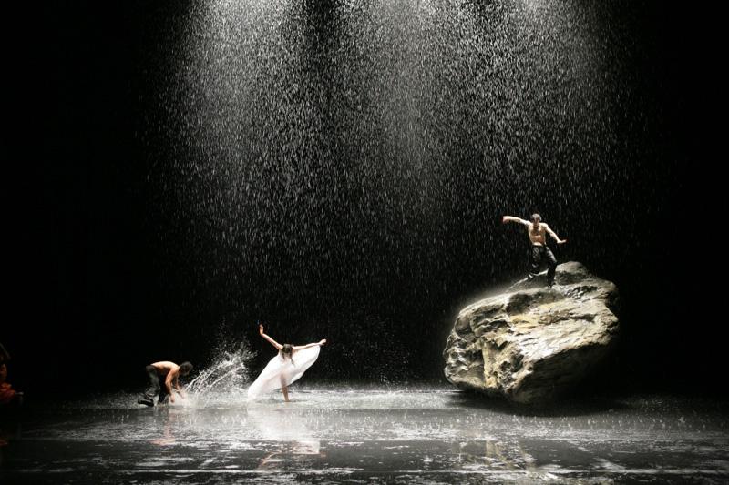 ピナ・パウシュ ヴッパダール舞踊団『VOLLMOND』より ©A・I Photo by Naoto Iijima