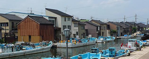ノスタルジックな水路をたゆたう。漁師町、富山・内川散策。