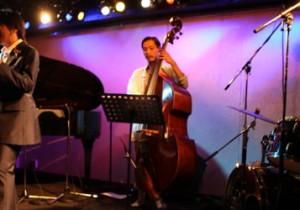 『トリコロールのソワレ』 赤:日本の叙情歌を歌う。