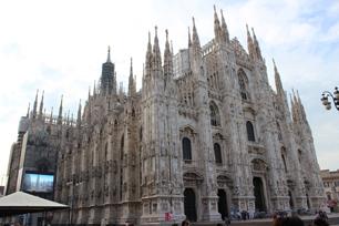 「ミラノのドゥオーモ」。約430年かけて完成した、ゴシック建築の最高傑作。