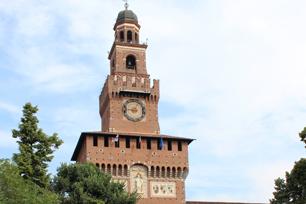 ミラノ公国の面影をそのまま残す「スフォルツァ城」の正門。