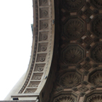 ヴィットリオ・エマヌエーレ2世のガッレリア。入口の門を眺めていると、重厚な造りであることを理解できる。