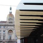 路面電車の駅も、センスを感じることができる。