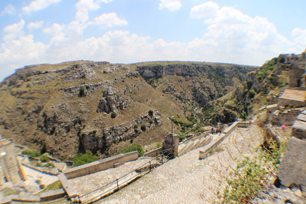 こちらが初期に作られたであろう洞窟群。