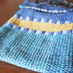 女性が機織りして仕上げてくれたポシェット。