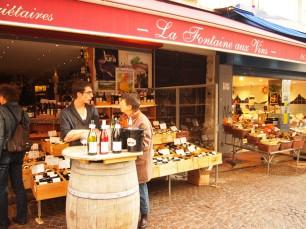 ムフタール通りのワインショップ。リーズナブルなワインが揃う。