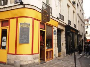 6区のオデオン界隈にある、ビオワインの老舗ショップ、LA DERNIERE GOUTTE。オーナーは近くでレストランを2店経営。美味しいビオワインが飲めます。