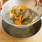 2.1を濾して調味料(砂糖、ナンプラー、塩、こしょう)で味を整える。