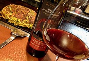 お好み焼が焼ける匂いで赤ワインを一杯
