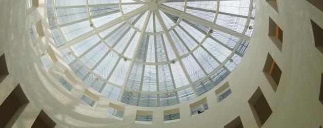 『LEEUM美術館』内部の螺旋階段。NYのグッゲンハイム美術館の吹き抜けと似ています。