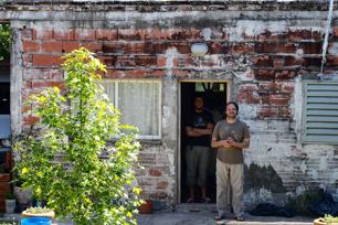 カルロス・アギーレさん、パラナの自宅にて。写真/Hummock Café 中村信彦