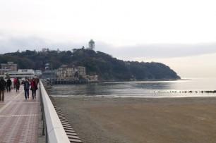 江ノ島は日本のモンサンミッシェル? 山の上には展望灯台。