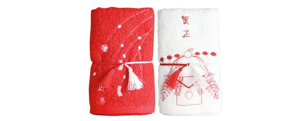 『京東都』の刺しゅうタオル。鏡餅、獅子舞、門松などがモチーフ。
