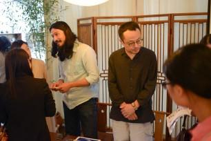 講演前日の店舗でのトークセッション、中国メディアの編集者が熱心に質問する姿が印象的でした