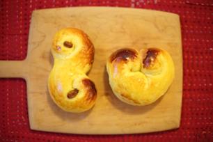 12月13日の聖ルチア祭に食べられる菓子パンlussekatt (ルッセカット)