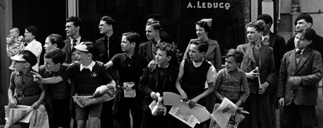 ツール・ド・フランスのレースを見物する人びと フランス、ブルターニュ 1939年7月 東京富士美術館蔵 © International Center of Photography / Magnum Photos