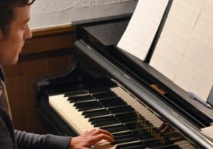 Another Quiet Corner Vol. 31 Quentin Sirjacq 『Piano Memories』1/24リリース、2/21〜Japan Tour水面に揺れる光りのようなピアノ。 クエンティン・サージャック来日。