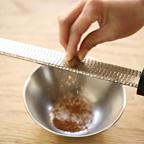 ナツメグを削る