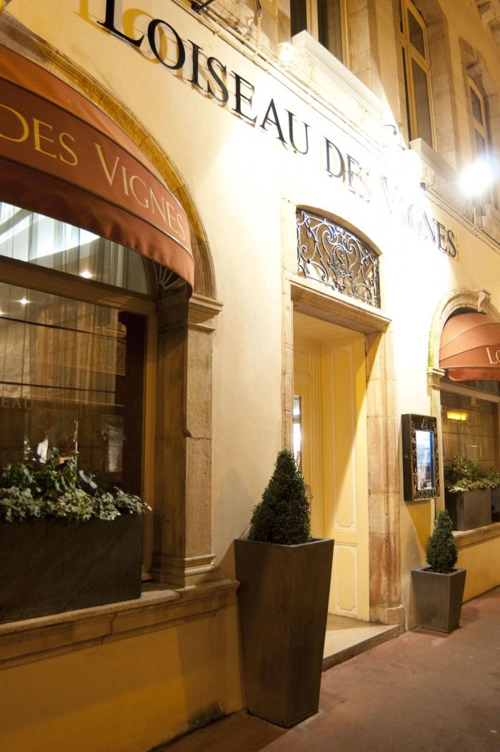 レストランの入口。ボーヌ市内のホテル、ル・セップに隣接している