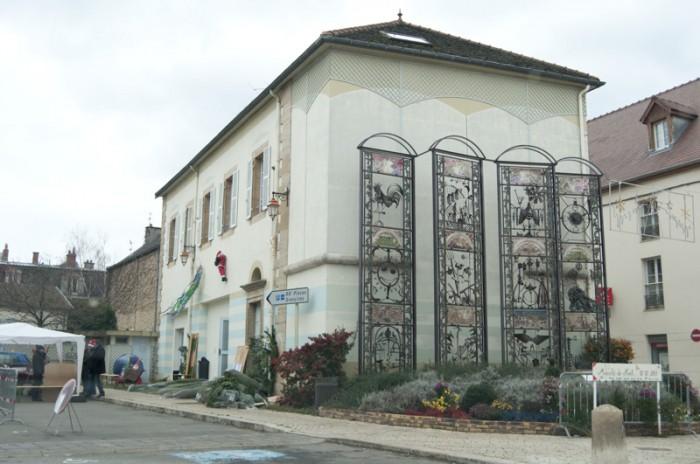 ジュヴレー・シャンベルタン村の中心のモニュメント