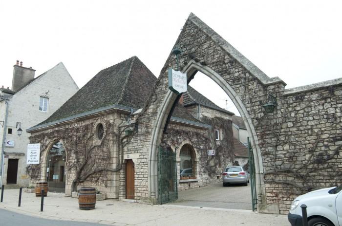 ベルターニャはヴージョの村の中。入口に直売所がある
