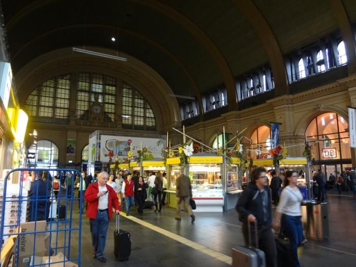フランクフルト中央駅構内。
