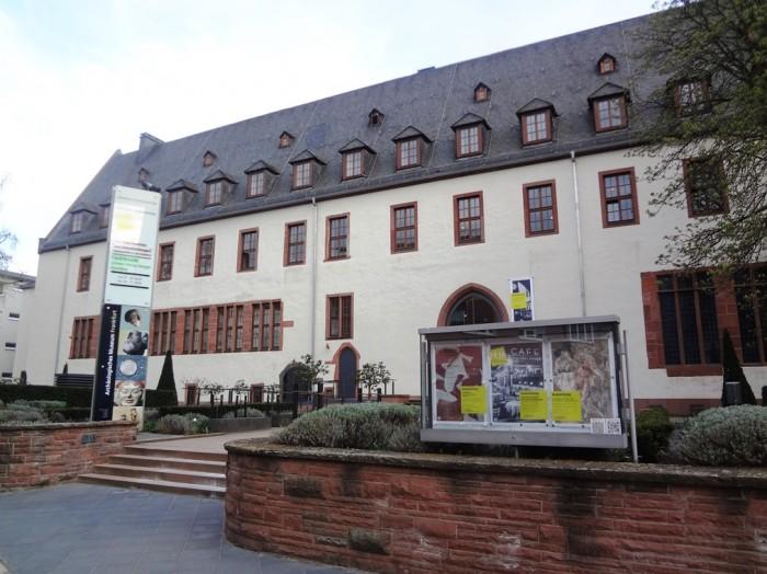 歴史博物館の外観。