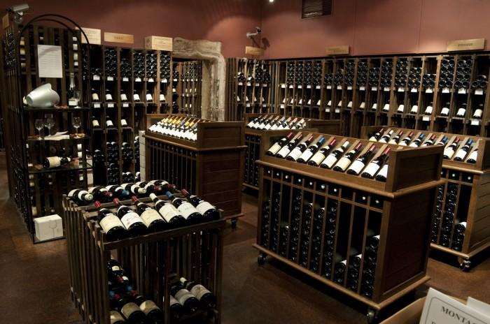 ドュニ・ペレ。10年前からのワインがある。運がよければ垂直購入も可能