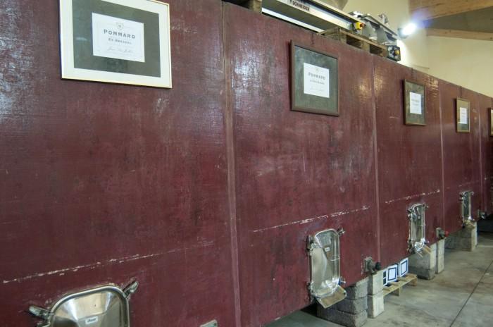 使い込んだセメントタンクで醸造