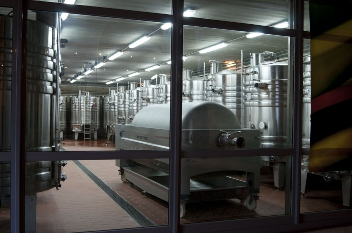 設備は新しい。発酵にはステンレスタンクを使用