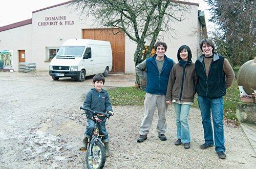右からパブロさん、かおりさん、パブロさんの弟ヴァンサンさん、アンジェロ君