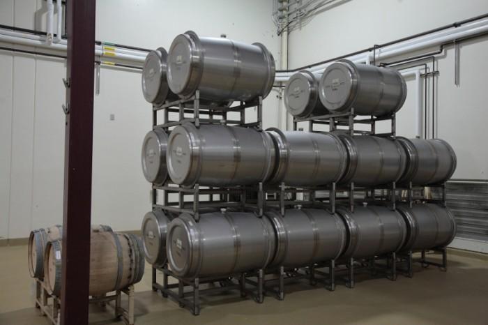 ステンレスの樽も導入