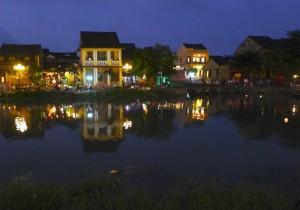 田中晃二の道草湘南《犬の鼻、猫の舌》ベトナム街歩き2ホイアンの夜ランタンに彩られる古い港町