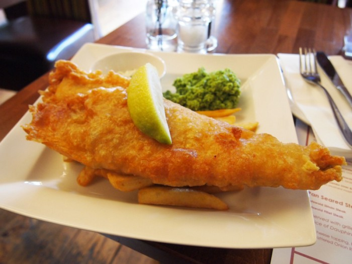 イギリス伝統料理各種。フィッシュ&チップス
