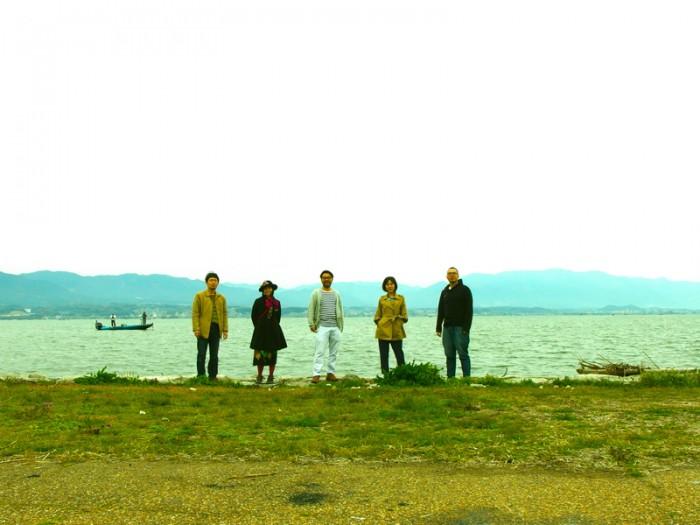 「間を奏でる」。左から、小林武文 (percussion)、磯部舞子 (violin,viola)、林正樹 (piano)、堀米綾 (irish harp)、織原良次 (fretless bass)、