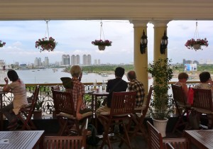 田中晃二の道草湘南《犬の鼻、猫の舌》ベトナム街歩き3 ホーチミンサイゴン河の流れのように悠々たるホテル・マジェスティック