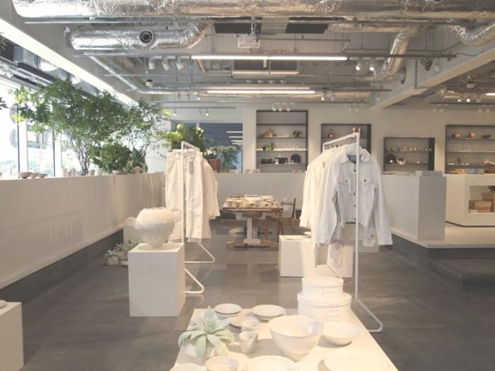 企画展示も開催していきます。9/3(水)まで『白の強度』として白いアイテムを特集。