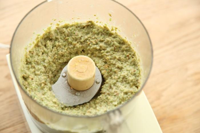 3.2をボウルに取り出し、残り半量の実山椒を混ぜ合わせて完成です。