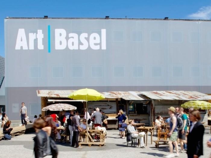 毎年6月にメッセで開催されるバーゼル・アート・フェア。巨大です。