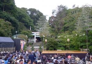 田中晃二の道草湘南《犬の鼻、猫の舌》秋の夜、鎌倉宮で薪能を楽しむ