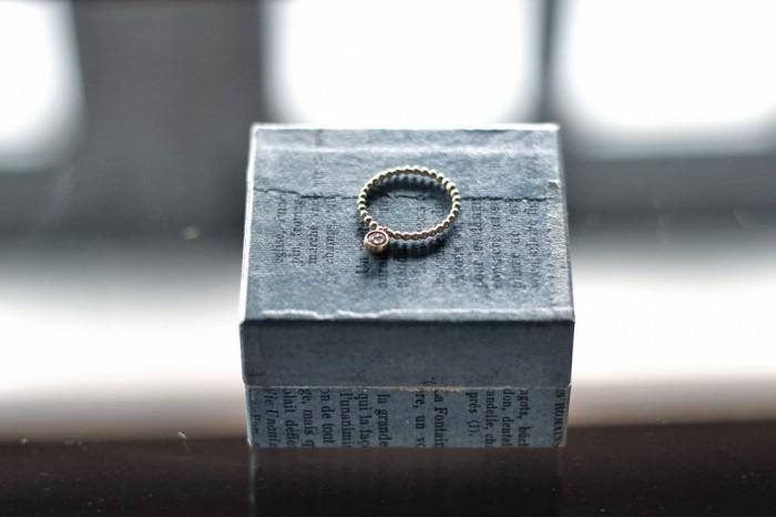 ブリリアントカット&ローズカットのダイヤモンドを2枚重ねたトップのついたball reverseリング K18 ¥75,600(tax in)