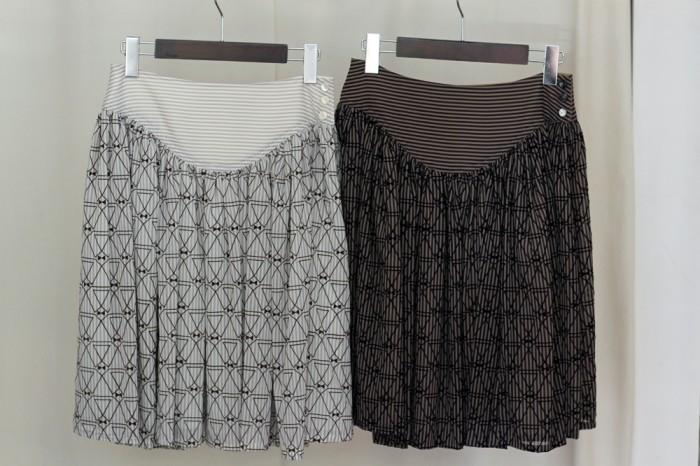 蝶ネクタイ柄フロッキー生地はこんなスカートにも展開。各23,000円